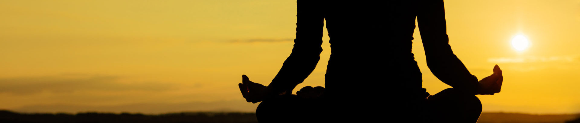 eva-maria yoga sitz sonnenuntergang